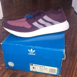 NWT ADIDAS SWIFT RUN - SIZE 9.5